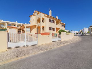 4 bedroom Villa with Pool, WiFi and Walk to Beach & Shops - 5817118