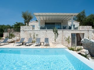 3 bedroom Villa with Air Con, WiFi and Walk to Beach & Shops - 5816386