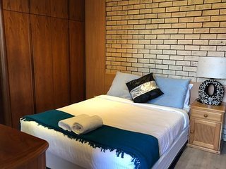 Retro 1 bedder*Close to airport&CBD