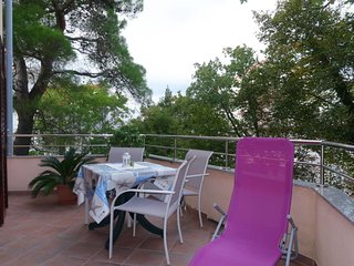 1 bedroom Apartment with WiFi and Walk to Beach & Shops - 5702314