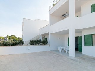 2 bedroom Villa with Air Con and Walk to Beach & Shops - 5392784