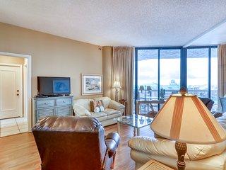 Light-filled Gulf view condo w/ balcony & shared pool, hot tub, gym & tennis!