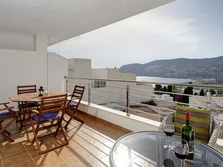 La Herradura, 3 bedroom apartment with breathtaking sea and mountain views.