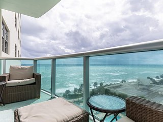 Ocean view! The Tides 9th floor on Hollywood Beach by AmmosFL