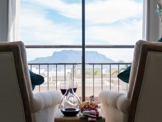 S'Cape Guesthouse Luxurious House with Exquisite Table Mountain View