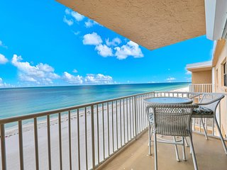 Beachfront condo w/ shared pool, balcony & ocean views - free WiFi!