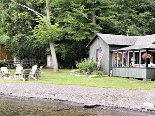 Charming lakefront home w/ dock & large yard/deck - 2 dogs OK!