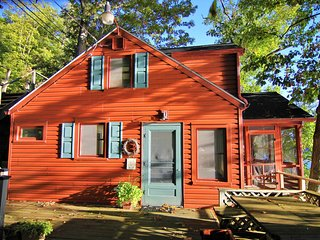 Lovely lakefront cottage w/beautiful deck, a boat lift, and fireplace!