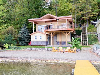 Fully renovated, dog-friendly, waterfront home w/ dock & kayaks!