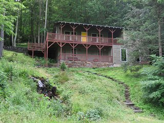 Boone retreat w/creek 6 miles from downtown & 3 ski resorts within 30 miles