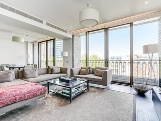 Stunning 2 Bed Apt w/Balcony in Westminster