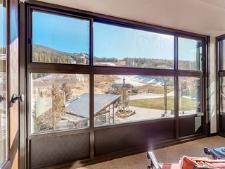 Mountain view studio w/ fireplace & sun room - steps to Village & lifts!