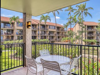 Ocean view condo with private lanai, AC, Free WiFi, & shared hot tub/pool!