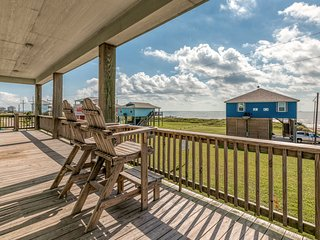 Second-row beach house w/ furnished deck, grill & Gulf view - 2 dogs OK!