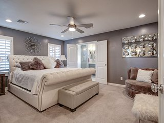 GREEN HOME LOVERS! Close to Old Town Remodeled, 2 Master Suites, Golf with a Poo