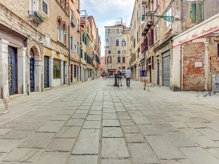 Stylish apartment in the heart of Venice with a private courtyard!