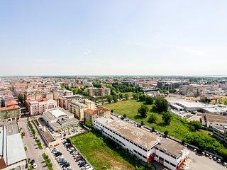 Modern apartment with amazing views - near shops, restaurants & city center!