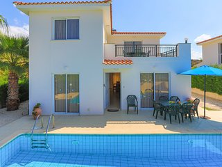Villa Petunia: Three bedroom villa with exceptional garden and pool, close to