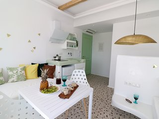 Depis luxury suites naxos/ superior triple