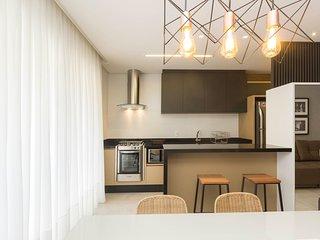 Perfeita Mobília e Decoração Apto 3 dorms 8 pessoas em Condomínio com Piscina -