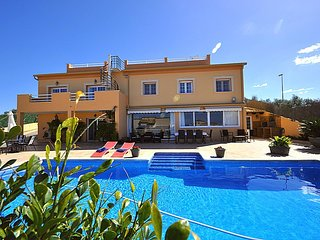 CA NOSTRA- Huge house Sea views  Private Pool. Ideal for groups  and large famil
