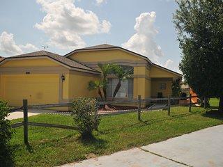FLORIDA VILLA RENTAL ORLANDO NEAR DISNEY & GOLF 3 BEDROOMS