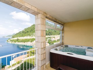 Amazing home in Sobra w/ Jacuzzi, WiFi and 2 Bedrooms (CDG121)
