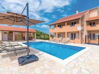 Awesome home in Biograd na moru w/ Outdoor swimming pool, WiFi and 5 Bedrooms