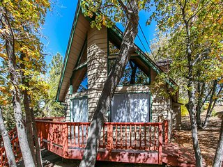 Take Time Out Relaxing 1 BR Central Cabin w/ Loft