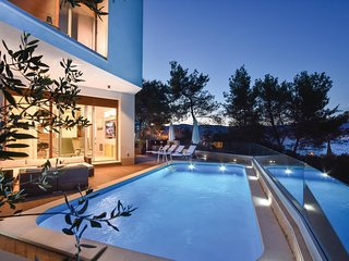 Amazing home in Slatine w/ WiFi and 4 Bedrooms