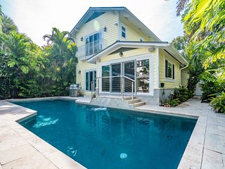HEMINGWAY HOUSE - HEATED POOL 4/3 FOR 8 GUESTS