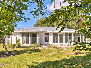 South Sarasota Home 5.3 Miles From Siesta Key
