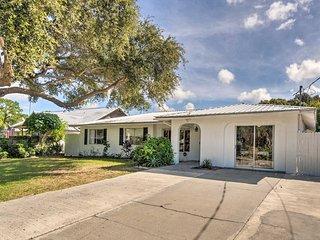 South Sarasota Home 5.3 Miles From Siesta Key