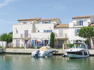 Awesome home in Aigues-Mortes w/ WiFi and 4 Bedrooms (FLG280)