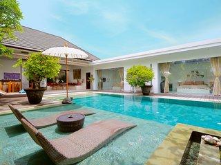 SPECIAL PROMO -40%, Elegant Private Villa, 3 BR, Seminyak w/ staff