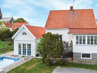 Awesome home in Fjällbacka w/ Outdoor swimming pool and 4 Bedrooms (S54173)
