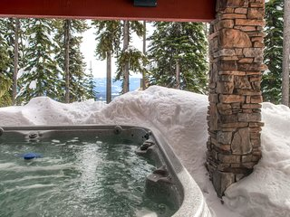 Ski-in/ski-out chalet w/ private hot tub, easy access to village!