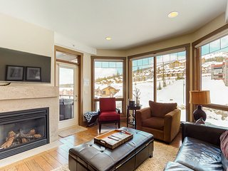 Ski-in/ski-out condo w/ private hot tub, balcony & shared gym/game room!