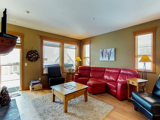 Family-friendly duplex unit with private hot tub, ski-in/out access!