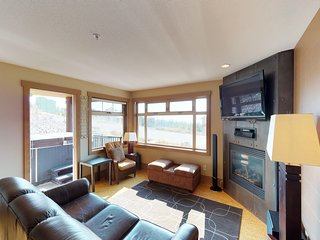 Ground floor condo with ski in/out access, private hot tub, shared seasonal pool