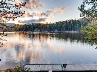 Dog-friendly suite with private hot tub and direct lakefront access!