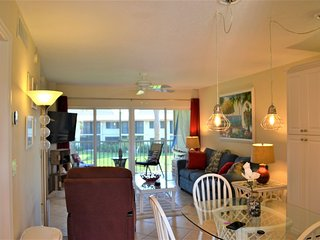 OV 625 Pond/Bridge View Condo-Welcome to Paradise