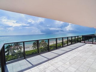 BEACH VACAY STARTS HERE! GREAT 1BR APARTMENT