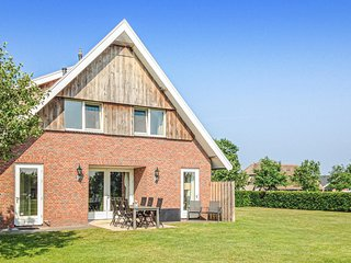 Amazing home in Beerze w/ WiFi and 3 Bedrooms (HOV023)