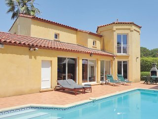 Awesome home in Agde w/ Outdoor swimming pool, WiFi and Outdoor swimming pool (F