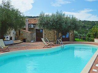 Villa Ale, beautiful typical villa with private pool
