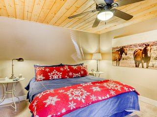 Roomy, family-friendly home w/ hot tub & shared pool - near golf & slopes!