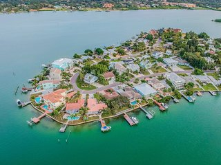 Beach Home w waterfront pool and fishing boat dock-Spectacular views!