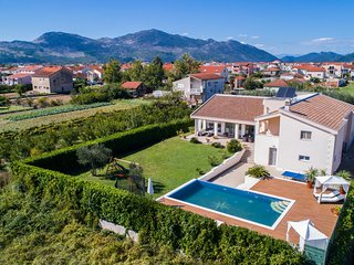 Beautiful home in Metkovic w/ WiFi, 5 Bedrooms and Outdoor swimming pool