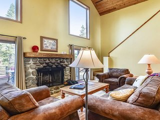 Charming Home near Deschutes River w/ WiFi, Hot Tub & Free Sharc Passes